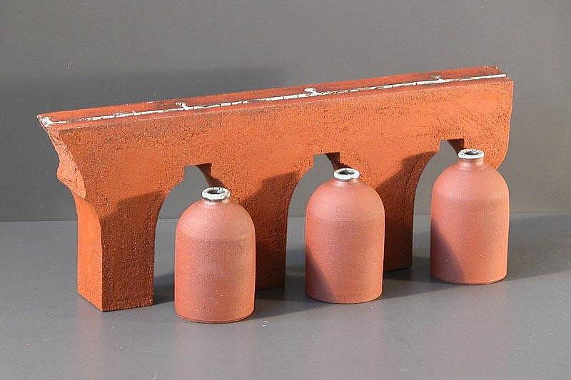 Chris Kelsey, Duct Series: System in Ruin 2007, stoneware