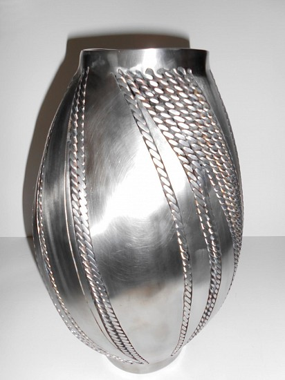 Ken Fenton, Twisted Vase 2013, stainless steel